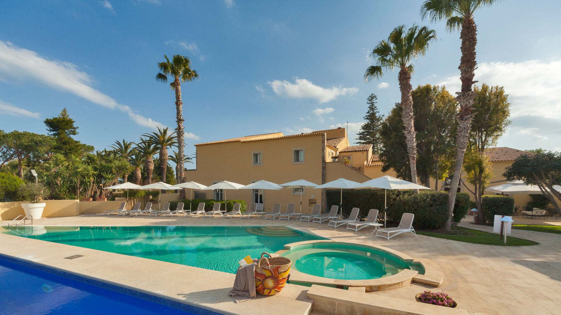 Caiammari Hotel with swimming pool, restaurant and SPA in Syracuse